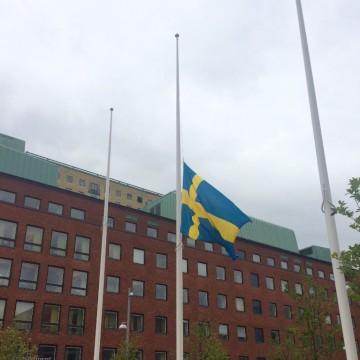 Flagga på halvstång