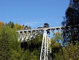 Än håller den äldsta bron.
