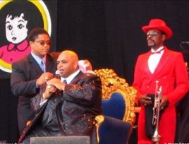 Kenneth Meredith on stage with Solomon Burke